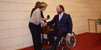 Il Ministro Beatrice Lorenzin premia l'architetto Rodolfo Dalla Mora.